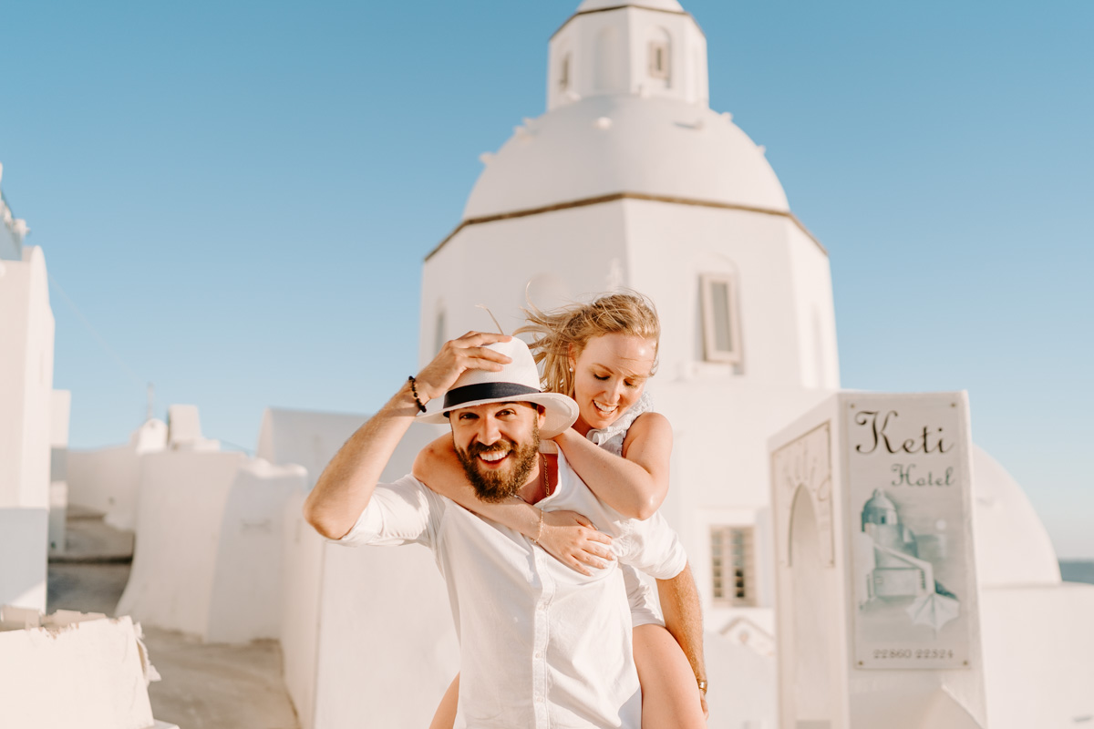 Couple photoshoot in Fira town by Phosart