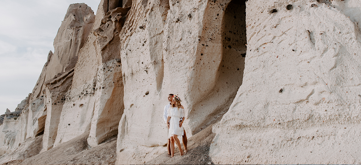 cover out santorini vlichada beach photoshoot destination wedding couple photography2