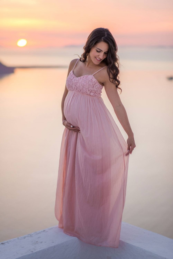 Maternity photography in Santorini