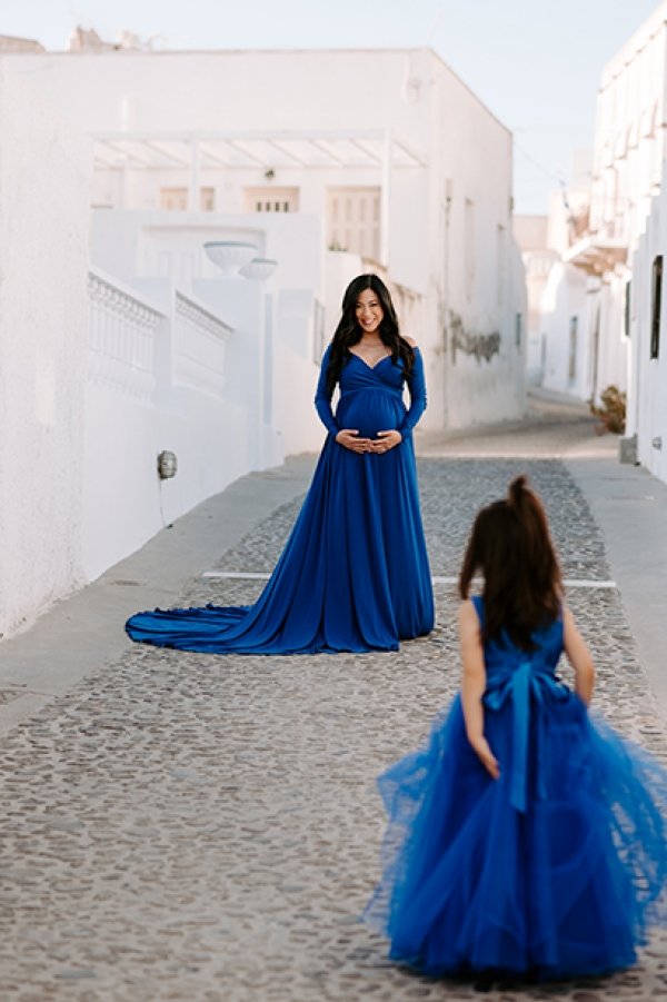 Blue Elegant Family Maternity in Santorini, Greece