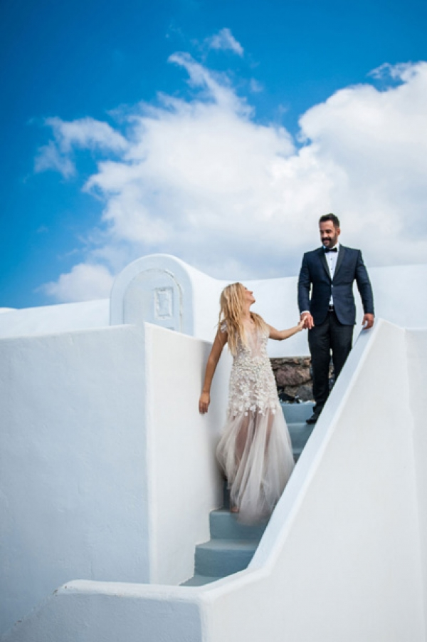 Vicky & Lambros happily ever after photo session in Santorini