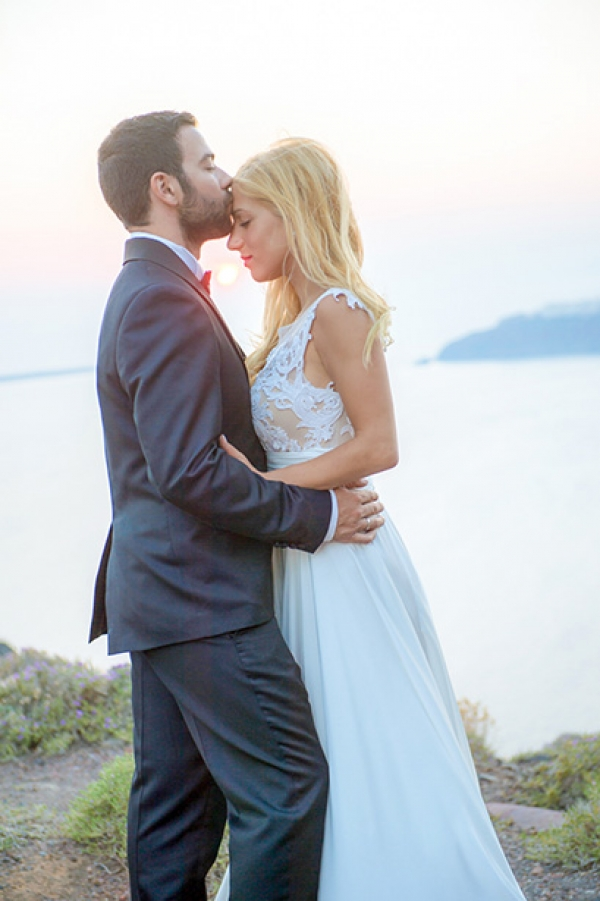 Mata & Kostas romantic day after photoshoot in Santorini