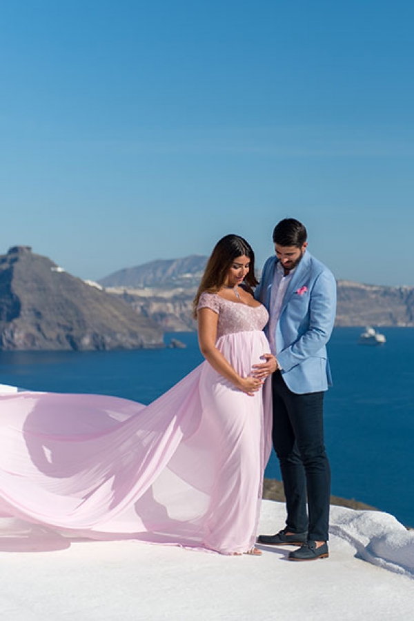 Maternity photo session at Imerovigli, Santorini
