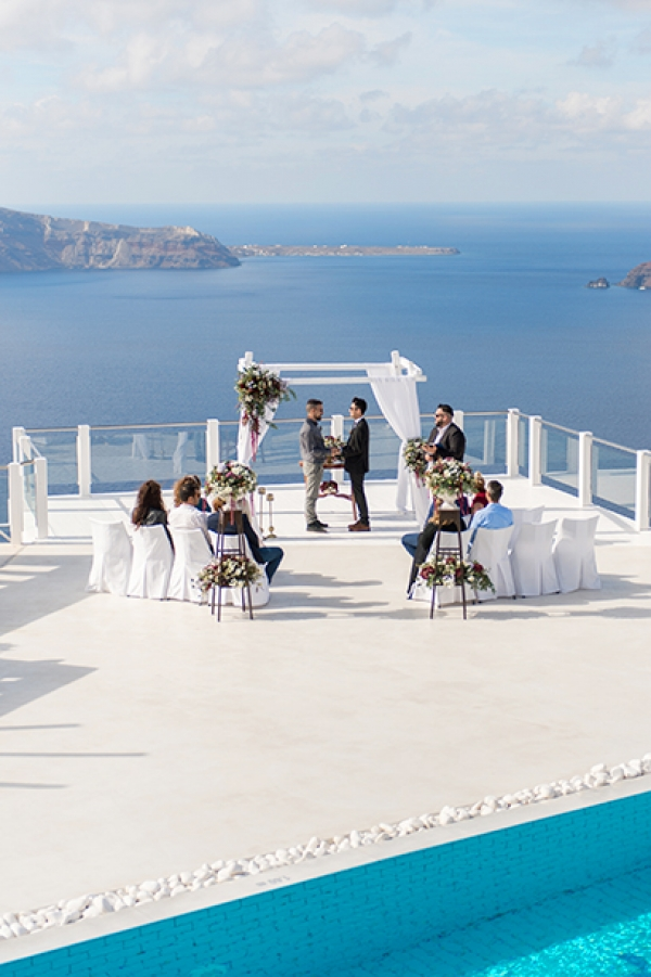 Romantic Wedding Inspiration in Santorini!